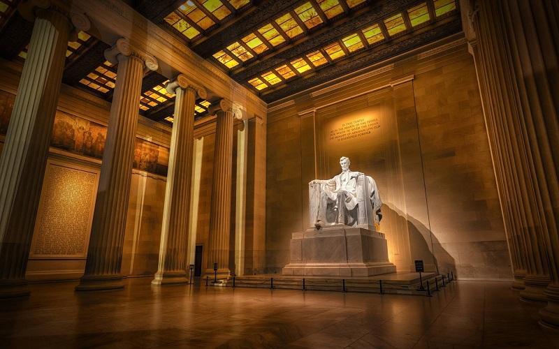 Nhà tưởng niệm Lincoln - Tổng thống tài năng nhất nước Mỹ, người đã có công xóa bỏ chế độ nô lệ và thống nhất 36 bang của Hoa Kỳ