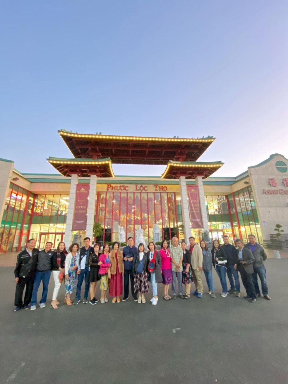 Trung tâm thương mại Phước Lộc Thọ - đây được coi là trung tâm văn hoá và kinh doanh buôn bán của kiều bào Việt tại miền tây nước Mỹ.
