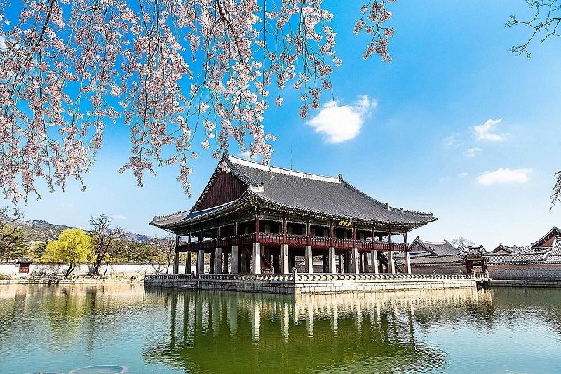 Khánh Hội Lâu - nơi vẻ đẹp thiên nhiênhữu tình