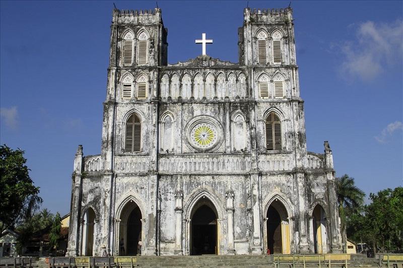 Nhà thờ Mằng Lăng mangphong cách Gothic độc đáo