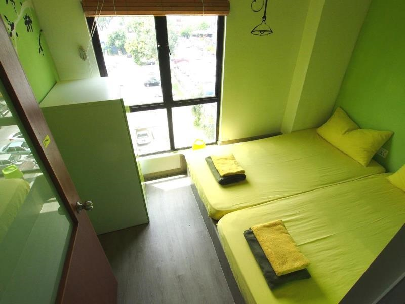 PODs The Backpackers Home & Café với