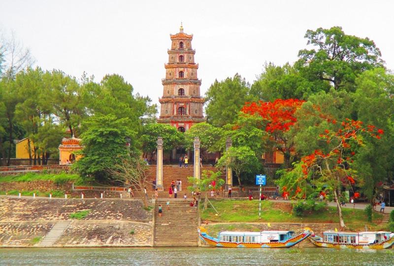 Hình ảnh chùa Thiên Mụ xuất hiện trong rất nhiều tác phẩm thi ca nhạc họa Việt Nam
